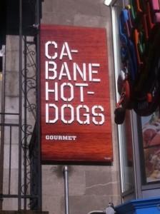 Cabane Hot-Dogs, Enseigne en alum. photo