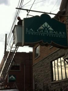 Réparation enseigne Salon funéraire Guilbault